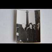 Photo Charlie Chaplin et Oona Place Vendôme Paris 1952 Interpress