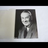 Programme de Galas Maurice Chevalier signe par l'artiste